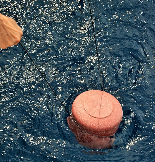 Urne im Wasser